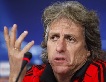 Jorge Jesus gesticula em conferência imprensa: Lusa