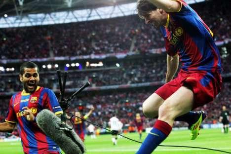 Barcelona vs Manchester (final Liga dos Campeões) - foto 21: Messi destrói equipamento tv ao festejar o 2-1