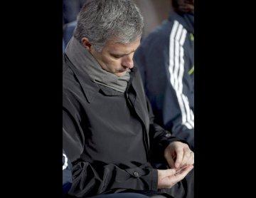 José Mourinho cabisbaixo