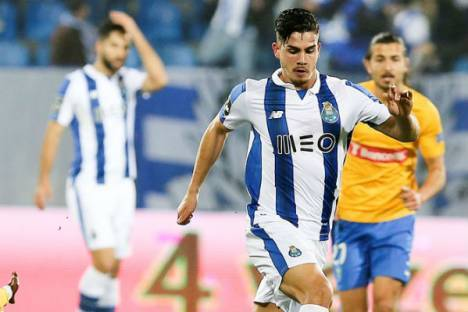 André Silva corre no Estoril-FC Porto
