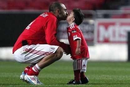 Carlos Martins e o filho no Estádio da Luz