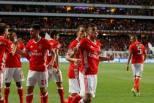 Cervi festeja com colegas do Benfica