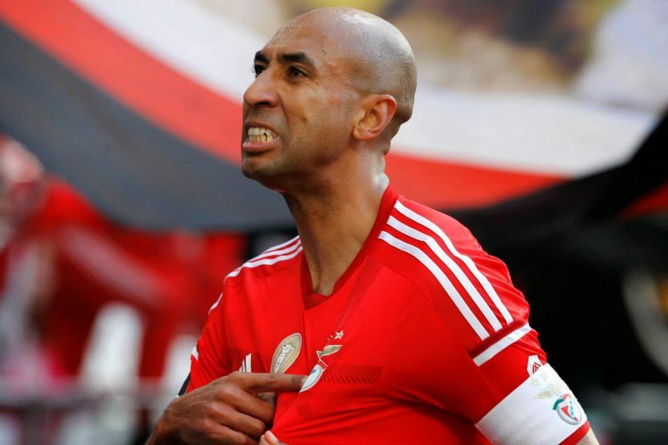Plantel do Benfica homenageia Luisão no Facebook