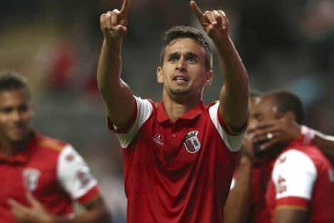 SC Braga vence Estoril 2-0 nos últimos 10 minutos