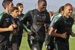 William Carvalho e Ewerton (Sporting) correm nos treinos