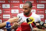 wilson eduardo rodeado de jornalistas no Braga