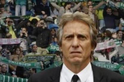 Jorge Jesus (Treinador do Sporting) adeptos sporting como pano de fundo