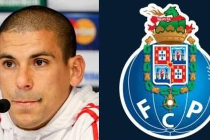 Maxi Pereira (Foto dupla com simbolo FCP ao lado)