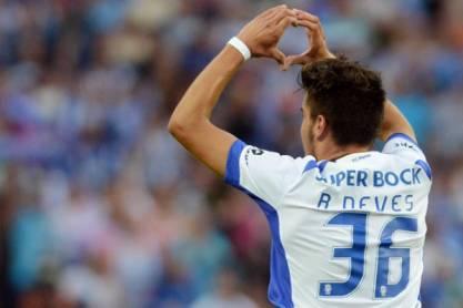 Rúben Neves celebra de costas (FC Porto)