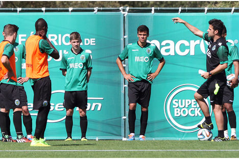 Marco Silva orienta treino do Sporting. sporting.pt 336ec0d698512