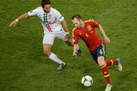 Euro 2012  Portugal-Espanha (Moutinho e Iniesta) db55427e03fbe