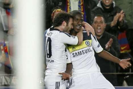 2fa09e2234 Ramires festeja com Mata (Barcelona-Chelsea)