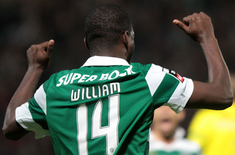 William Carvalho de costas (Sporting)